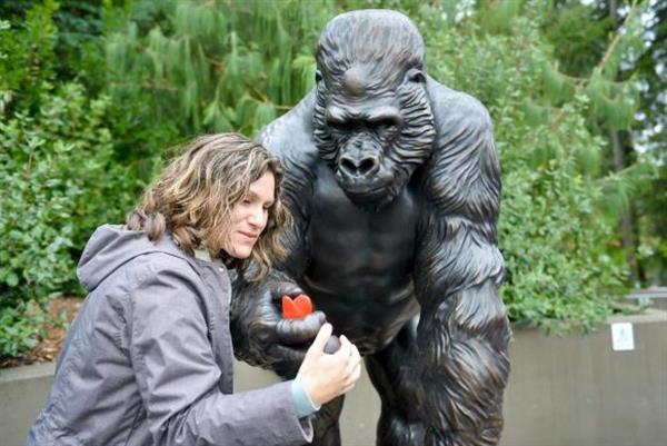 ivan-the-gorilla-3d-printed-bronze-statue-1