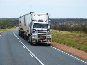 камион с прикачено ремарке