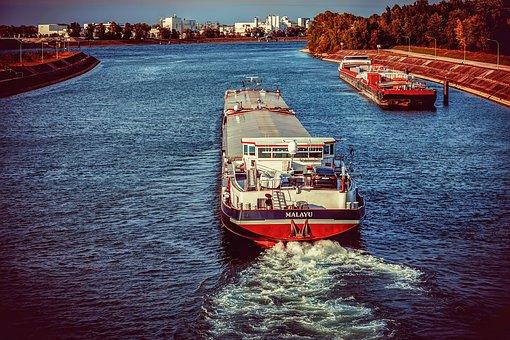 ship-3779205__340